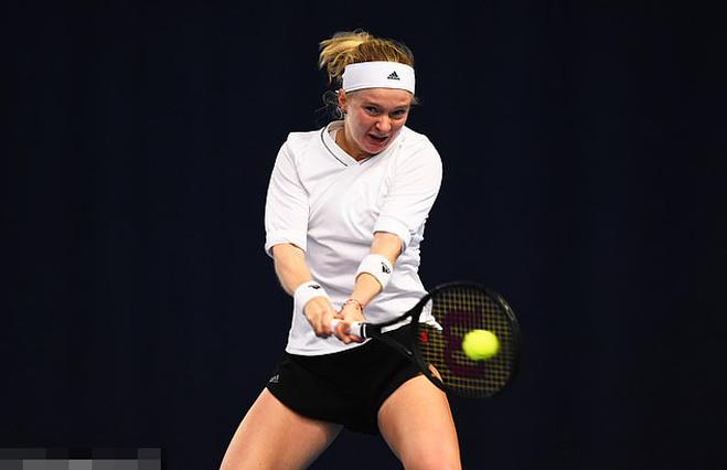 Tay vợt nữ bị mất ngón tay, ngón chân giành quyền chơi Australian Open 2021